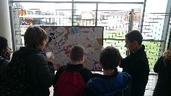 Les timbres réalisés par les élèves ont été exposés à 13h30